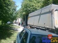 Kamioni-blokiraju-put-u-Save-Kovacevica